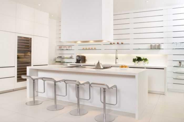 Кухня в белых цветах, и стилях: хай-тек, лофт, модерн. Фото идеи для интерьеров в светлых тонах