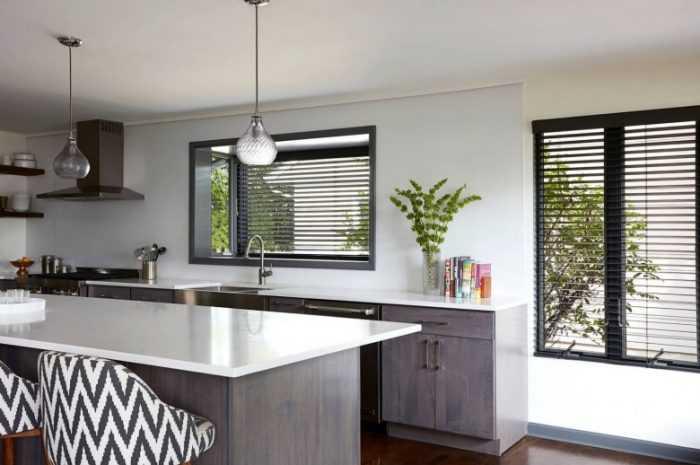 Жалюзи на кухню из дерева, пластика, алюминия и ткани: фото обзор, описание видов и советы по выбору